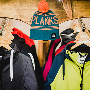Ski-Pas-83-Planks Clothes